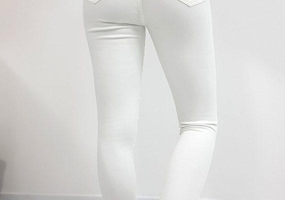 Nietypowe rozwiązania o wielu zastosowaniach – spodnie damskie z dziurami