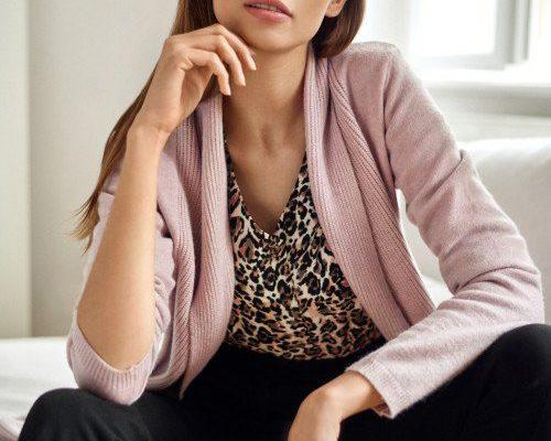Kardigany – klasyka swetrów damskich