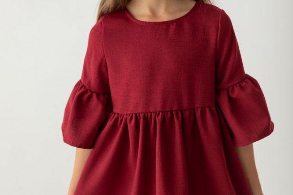 Sukienki wizytowe dla dziewczynek zgodne z obowiązującymi trendami
