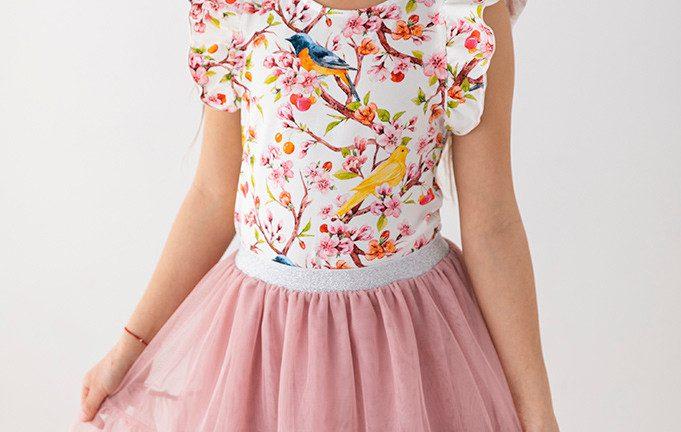 Spódniczki dla dziewczynek - modne fasony na 2021 rok!