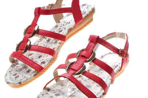 Sandały damskie płaskie, jakie warto kupić?