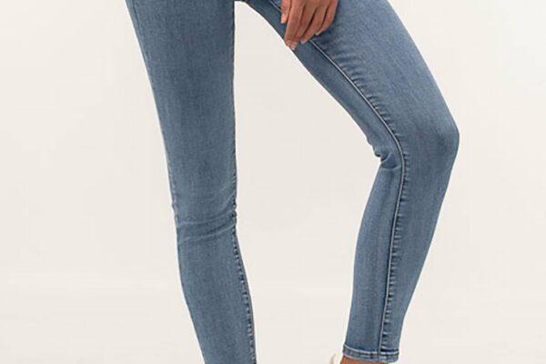 Idealnie dobrane jeansy damskie dla gruszki, jabłka, klepsydry i kolumny